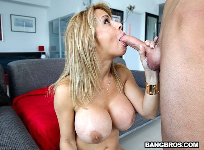 Mother daughter handjob by two girls