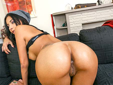bangbros Jade Jantzen gets that Asshole strecthed out!